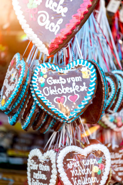 Germany, Munich, gingerbread hearts at the Oktoberfest:スマホ壁紙(壁紙.com)