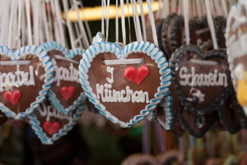 ハート「Germany, Munich, German gingerbread hearts at Viktualienmarkt」:スマホ壁紙(2)