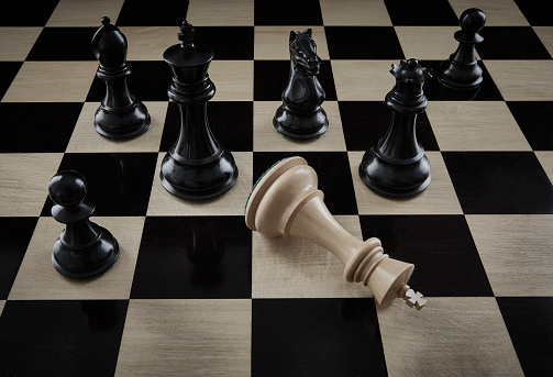 Battle「Checkmate Chess Pieces on Chess Board」:スマホ壁紙(16)