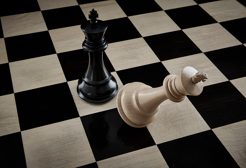 Battle「Checkmate Chess Pieces on Chess Board」:スマホ壁紙(6)