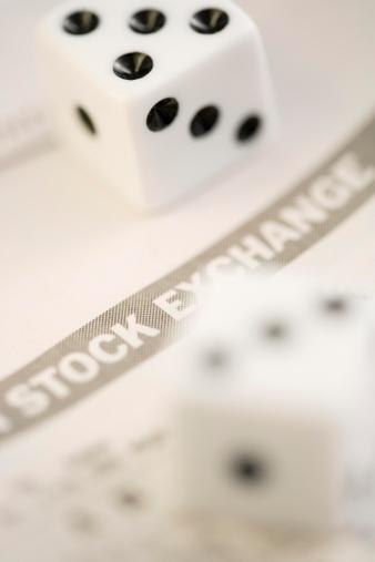 Economic fortune「Dice with stock exchange paper」:スマホ壁紙(16)