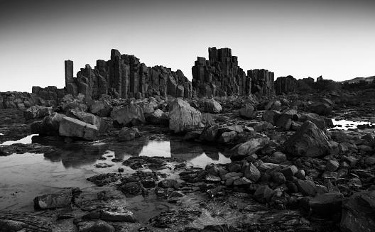 Basalt「Monochrome, Dramatic coastal basalt columns rock formations at sunset at the disused Bombo Quarry site on Bombo Headland south of Sydney near Kiama, NSW, Australia」:スマホ壁紙(11)