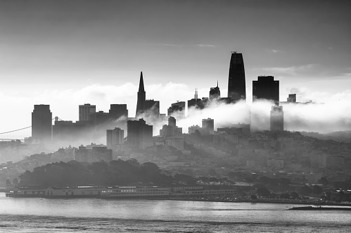 San Francisco - California「monochrome skyline of sanfrancisco with clouds. California. USA」:スマホ壁紙(9)