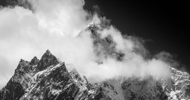 Monochrome mountains mist swirling through jagged peaks Himalaya panorama Nepal:スマホ壁紙(壁紙.com)