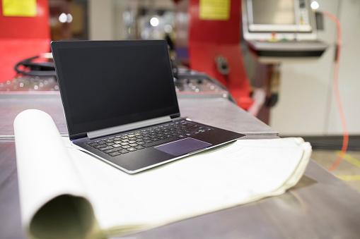 コンピューター「Blueprint and laptop」:スマホ壁紙(5)