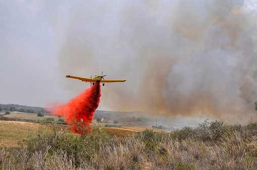 Gaza Strip「Aircraft dropping fire retardant on a wildfire」:スマホ壁紙(18)