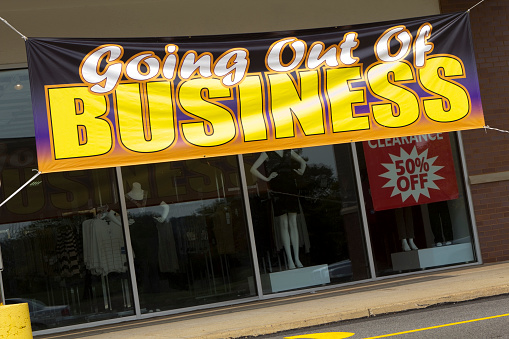 Going Out Of Business「Going Out Of Business sign on store front」:スマホ壁紙(15)