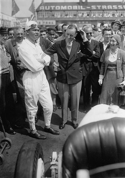 Sir Malcolm Campbell「Sir Malcolm Campbell (Mitte) und der deutsche Rennfahrer Rudolf Carraciola」:写真・画像(7)[壁紙.com]