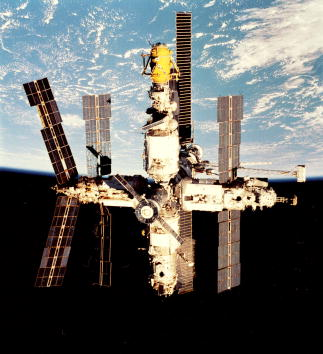 Space Shuttle Endeavor「Mir Space Station Retrospective」:写真・画像(11)[壁紙.com]