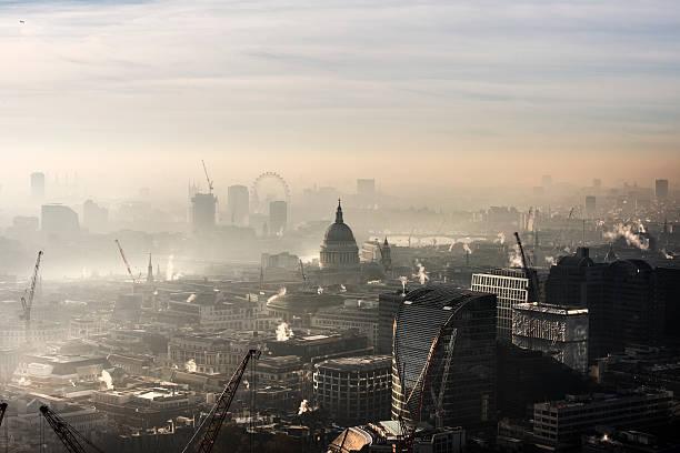 Aerial of St Paul's in the fog:スマホ壁紙(壁紙.com)