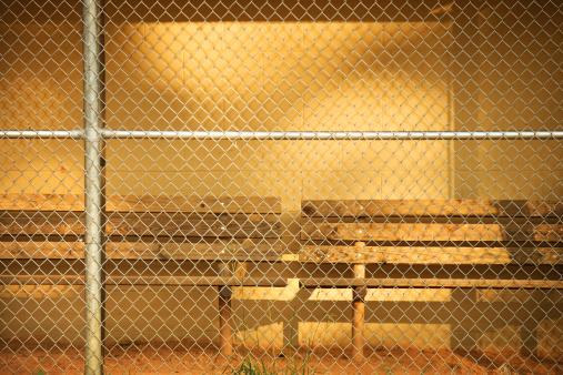 Bench「Empty bench in baseball dugout」:スマホ壁紙(18)