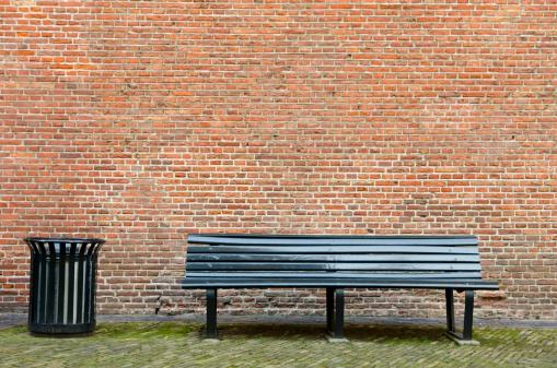 City Life「Empty bench and garbage bin」:スマホ壁紙(18)