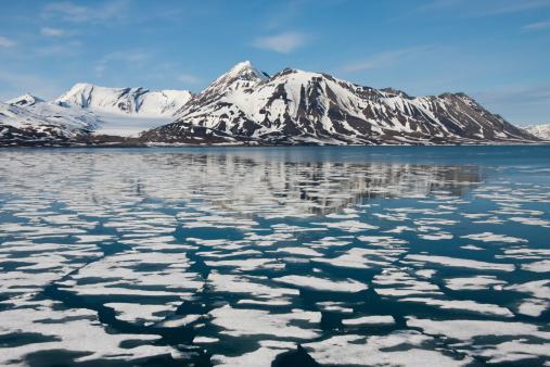 Svalbard Islands「Sea ice around Svalbard in the Arctic」:スマホ壁紙(4)