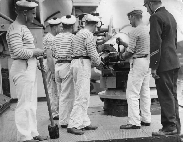 Sailor「Training of officers and cadets of a french ship on the Thames, Photograph, England, London, 1935」:写真・画像(3)[壁紙.com]