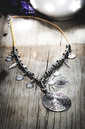 Belt「Designer Silver Necklace on wooden table」:スマホ壁紙(10)
