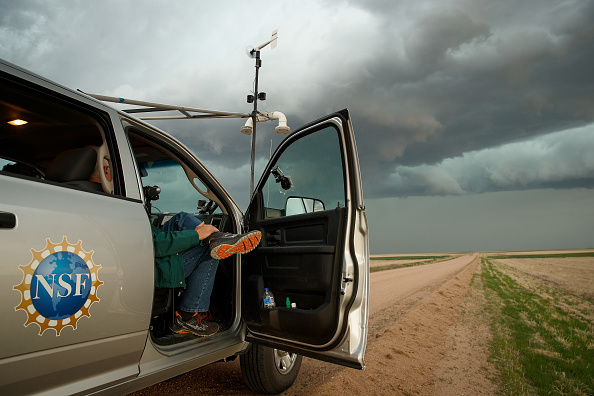 Drew Angerer「Center For Severe Weather Research Scientists Search For Tornadoes To Study」:写真・画像(1)[壁紙.com]