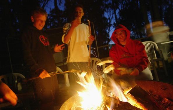 Camping「Trainees Hang Ten At California Surfing School」:写真・画像(0)[壁紙.com]