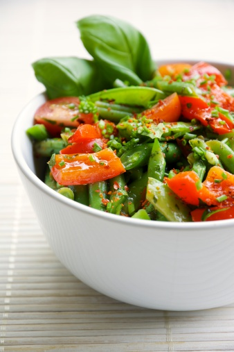 Snow Pea「Springtime salad with green beans, sugar snap pea pods, red bell pepper and cherry tomatoes」:スマホ壁紙(15)