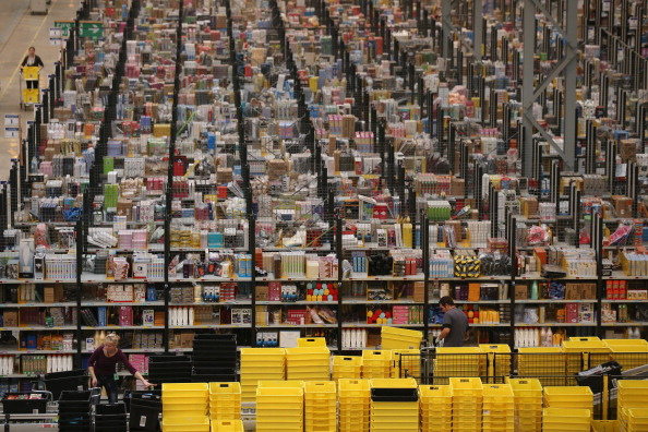 Warehouse「Online Retailers Amazon Prepare For Cyber Monday」:写真・画像(1)[壁紙.com]