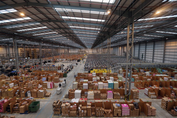 Warehouse「Online Retailers Amazon Prepare For Cyber Monday」:写真・画像(5)[壁紙.com]