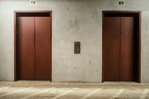 Closed「Two closed elevator doors」:スマホ壁紙(6)