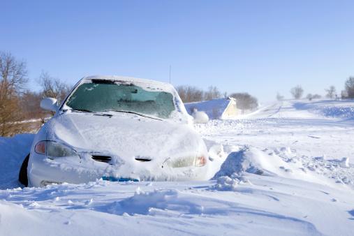 雪の吹きだまり「車でキマリ雪をオフにして、州間高速道路」:スマホ壁紙(11)