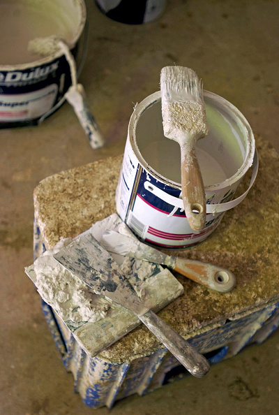 Bucket「Paintwork in progress in a New England style kit houses by Watermark Development near Cirencester, West Country, England.」:写真・画像(13)[壁紙.com]