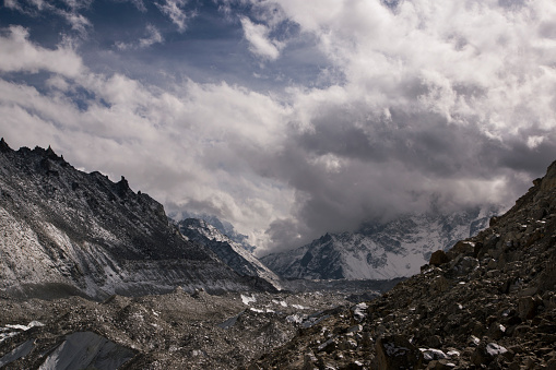 Khumbu「Snow capped peaks of the Everest Himalayas near Gorak Shep, Everest Base Camp Trek, Nepal」:スマホ壁紙(16)