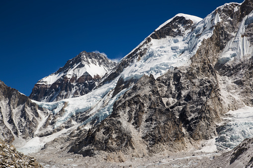 Khumbu Glacier「Snow capped peaks of the Everest Himalayas near Gorak Shep, Everest Base Camp Trek, Nepal」:スマホ壁紙(15)