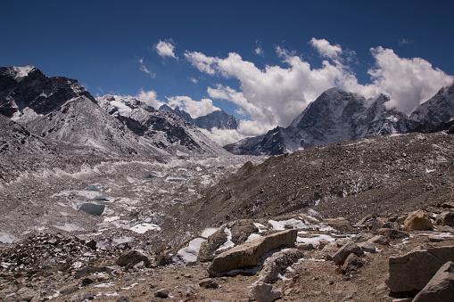Khumbu「Snow capped peaks of the Everest Himalayas near Gorak Shep, Everest Base Camp Trek, Nepal」:スマホ壁紙(19)