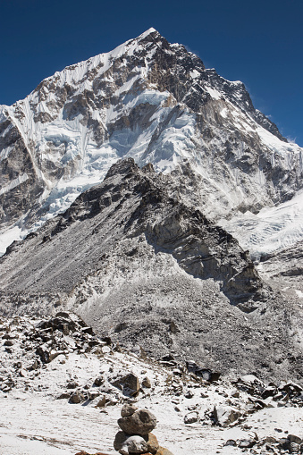 Khumbu「Snow capped peaks of the Everest Himalayas near Gorak Shep, Everest Base Camp Trek, Nepal」:スマホ壁紙(18)