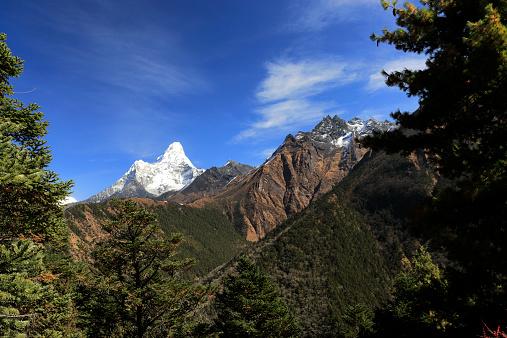Ama Dablam「Snow Capped Ama Dablam Mountain,」:スマホ壁紙(1)