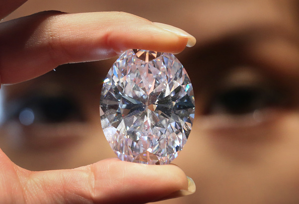 Perfection「Largest Flawless White Diamond Up For Auction」:写真・画像(8)[壁紙.com]