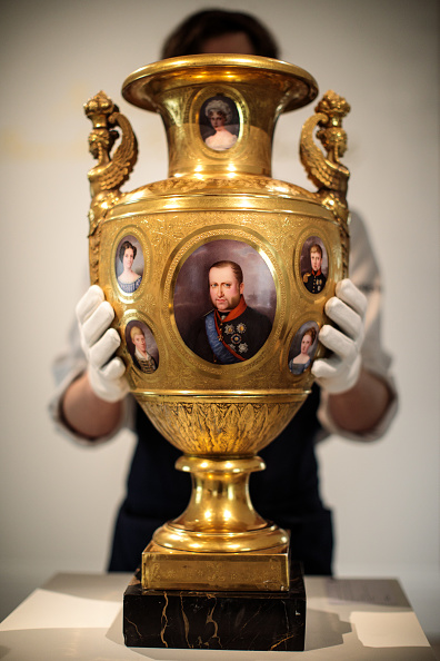 花瓶「Sotheby's Royal And Noble Sale Preview」:写真・画像(0)[壁紙.com]