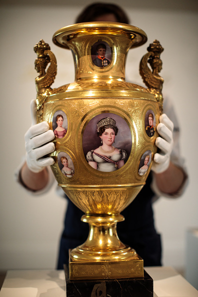 花瓶「Sotheby's Royal And Noble Sale Preview」:写真・画像(2)[壁紙.com]