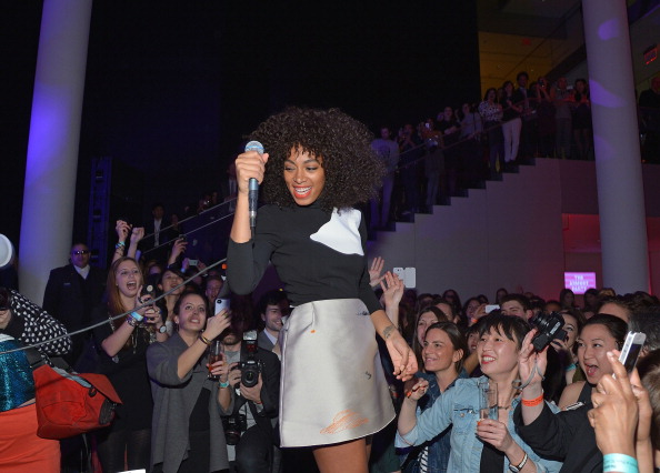 Curly Hair「The Armory Party」:写真・画像(18)[壁紙.com]