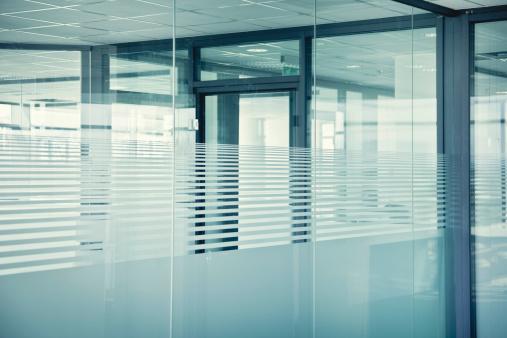 透明「空のグラスのオフィス」:スマホ壁紙(15)