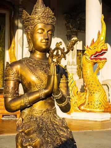 仏像「Gold statue at Wat Prasingh, Chiang Mai, Thailand」:スマホ壁紙(3)