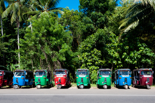 Sri Lanka「Colourful rickshaws」:スマホ壁紙(4)