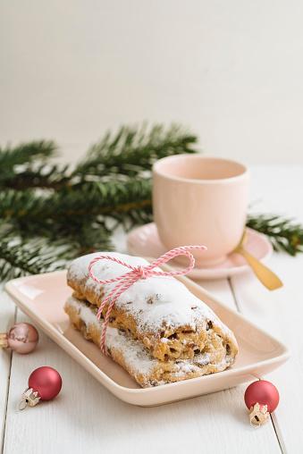 Coffee Break「Mini Stollen with marzipan and coffee cup」:スマホ壁紙(15)