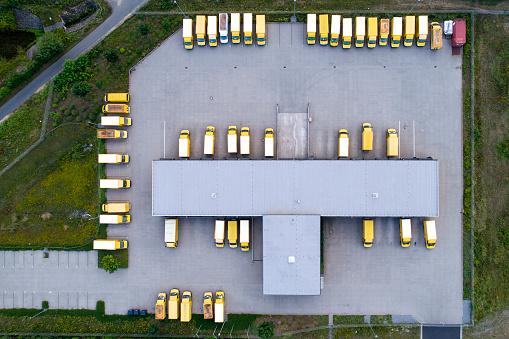 乗り物・交通「流通物流ビル駐車場」:スマホ壁紙(4)
