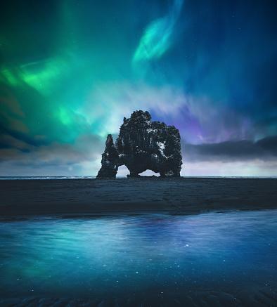 Basalt「Northen Lights Over Hvitserkur In Iceland」:スマホ壁紙(19)