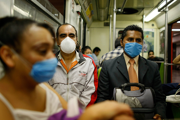 Surgical Mask「Swine Flu Fears Spread Throughout Mexico」:写真・画像(11)[壁紙.com]