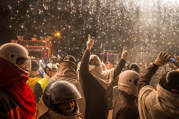 "Billy H.C「Taiwanese Celebrate ""The World's Most Dangerous Fireworks Festival""」:写真・画像(3)[壁紙.com]"
