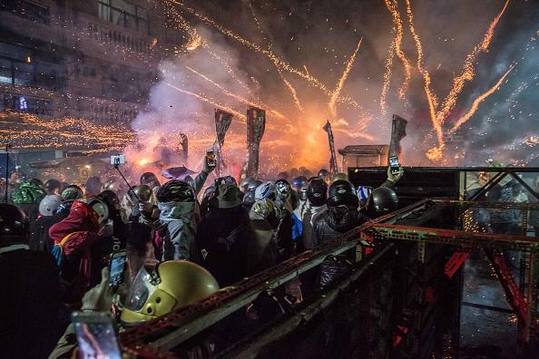 "Billy H.C「Taiwanese Celebrate ""The World's Most Dangerous Fireworks Festival""」:写真・画像(5)[壁紙.com]"