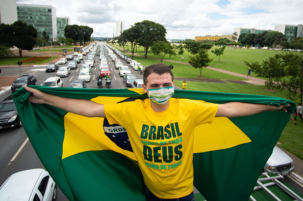Andressa Anholete「Manifestations In Favor and Against President Jair Bolsonaro Amidst the Outbreak of the Coronavirus」:写真・画像(12)[壁紙.com]