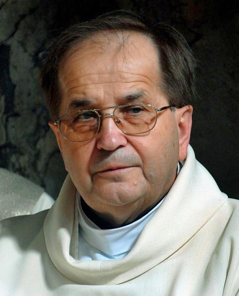 Religious Mass「Priest Taduesz Rydzyk Celebrates Holy Mass」:写真・画像(18)[壁紙.com]