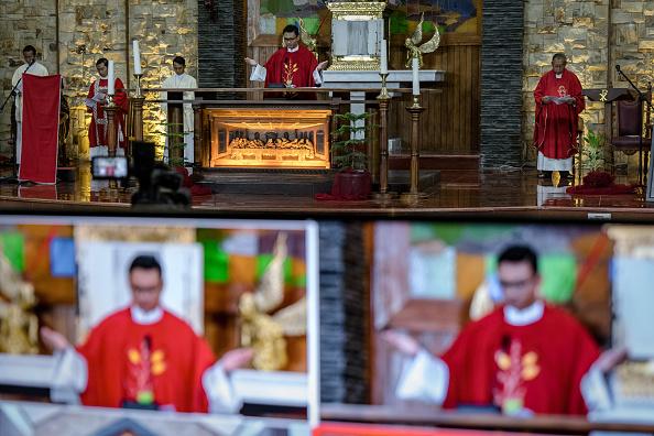 Internet「Indonesians Mark Good Friday Amid The Coronavirus Outbreak」:写真・画像(2)[壁紙.com]