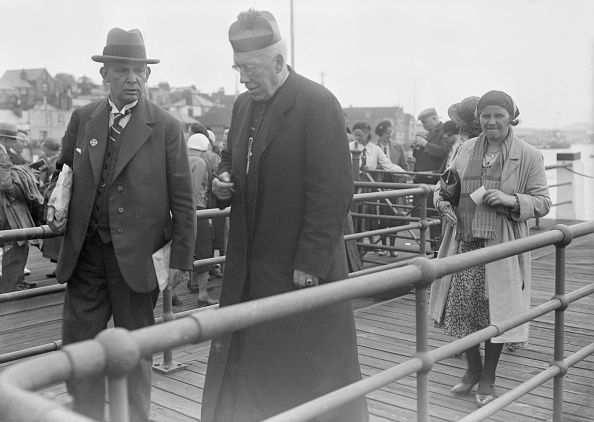 Passenger Boarding Bridge「Catholic Priest」:写真・画像(0)[壁紙.com]