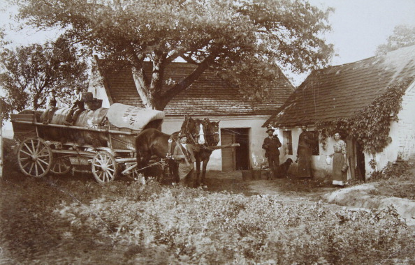 Farm「Spannberg. Farmstead. In The Foreground A Horse Wagon And A Farmer Group. About 1910. Photograph」:写真・画像(3)[壁紙.com]